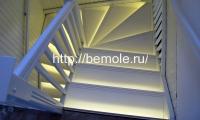 Белая лестница вид сверху