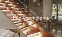 Деревянная лестница с подсветкой